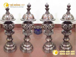 Đôi đèn đồng thờ cúng bằng đồng khảm ngũ sắc