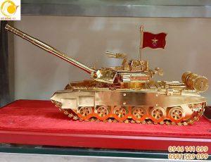Mô hình xe tăng thu nhỏ chế tác bằng đồng mạ vàng 24k
