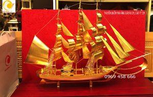 Thuyền buồm mạ vàng dài 97 cao 79 cm trang trí phong thủy