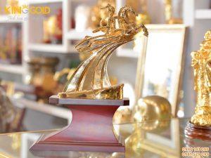 Tượng Thánh Gióng Mạ Vàng- quà tặng phong thủy cao cấp